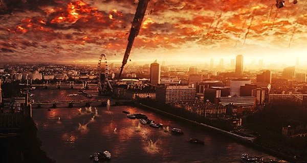 aliens-obliterate-london-in-latest-independence-day-resurgence-movie-still